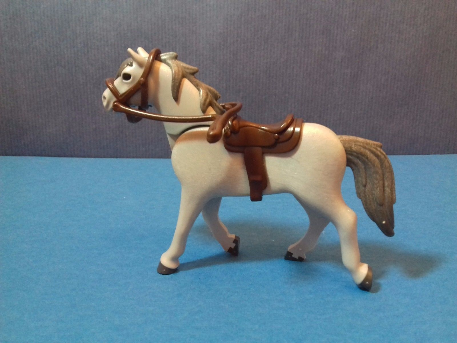 Playmobil cheval gris